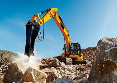 Escavadeira com Martelo Hidráulico